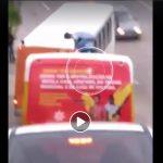 Aluno de Nova Lima é flagrado em teto de veículo que faz transporte escolar